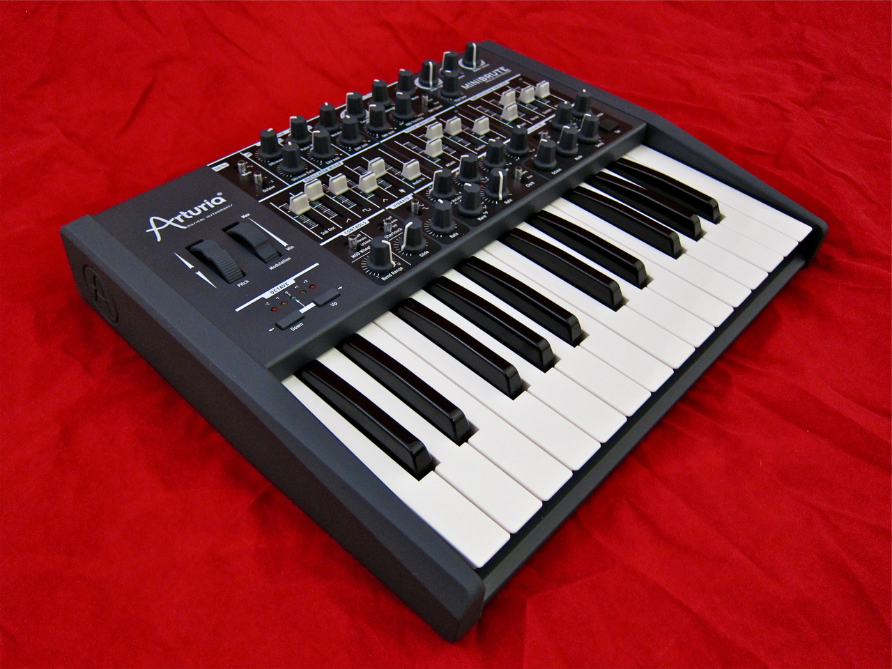 review arturia minibrute gear review finland. Black Bedroom Furniture Sets. Home Design Ideas